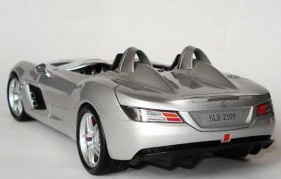 Прикрепленное изображение: 1zu18_Mercedes-Benz_SLR_Z199_Sterling_Moss_silbermet_MB_Minichamps_B66963956_18954_03.JPG
