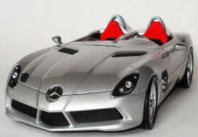 Прикрепленное изображение: 1zu18_Mercedes-Benz_SLR_Z199_Sterling_Moss_silbermet_MB_Minichamps_B66963956_18954_02.JPG