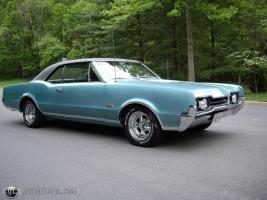 Прикрепленное изображение: 1966 Oldsmobile 4-4-2 (21).jpg
