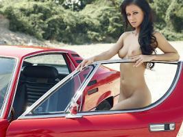 Прикрепленное изображение: Sexy Alfa Romeo.jpg