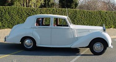 Прикрепленное изображение: 53_Rolls_Royce_Silver_Dawn_white.jpg