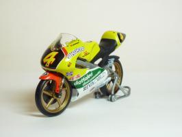 Прикрепленное изображение: Aprilia RS 125 #4 V. Rossi \'1995 European GP Championship (Leo Models) 2.JPG