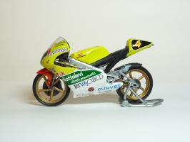 Прикрепленное изображение: Aprilia RS 125 #4 V. Rossi \'1995 European GP Championship (Leo Models) 1.JPG