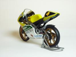 Прикрепленное изображение: Aprilia RS 125 #4 V. Rossi \'1995 European GP Championship (Leo Models) 6.JPG