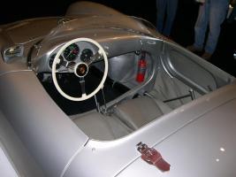 Прикрепленное изображение: 1955_Porsche_550_Spyder_interior.jpg