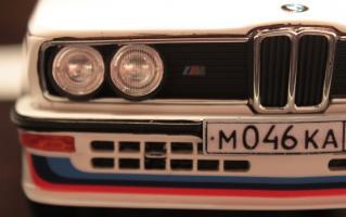 Прикрепленное изображение: 5er (E12) M5 -speredi blizko.jpg