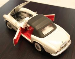 Прикрепленное изображение: BMW 507 - szadi sverxu otkriti kapot i dveri.jpg