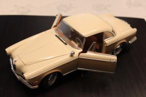 Прикрепленное изображение: BMW 503 - sverxu speredi otkriti dveri.jpg