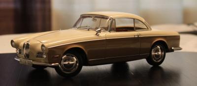 Прикрепленное изображение: BMW 503 - speredi sboku.jpg
