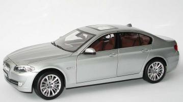 Прикрепленное изображение: 1zu18_BMW_5er_550i_F10_titansilbermet_BMW_Norev_80432158011_20085_01.JPG