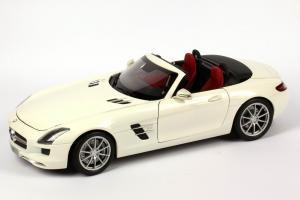 Прикрепленное изображение: 1zu18_Mercedes-Benz_SLS_AMG_Roadster_R197_mystic-weiss_MB_Minichamps_B66960079_22565_01.JPG