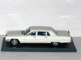 Прикрепленное изображение: Cadillac Fleetwood Seventy-Five Limousine 002.JPG