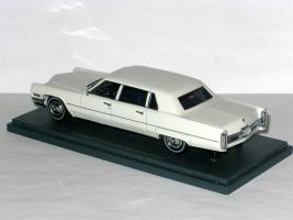 Прикрепленное изображение: Cadillac Fleetwood Seventy-Five Limousine 003.JPG