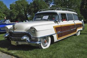 Прикрепленное изображение: CADILLAC Series 62 Viewmaster Hess & Eisenhardt Wagon.jpg