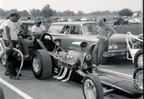 Прикрепленное изображение: Unknown 60s dragsters.JPG