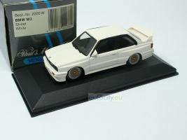 Прикрепленное изображение: BMW M3 E30 street - minichamps 004.jpg