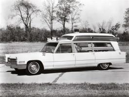 Прикрепленное изображение: Cadillac S&S High Top Ambulance 1966.jpg
