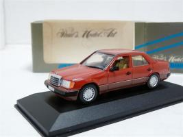 Прикрепленное изображение: Minichamps 3203 Mercedes-Benz 230E.jpg