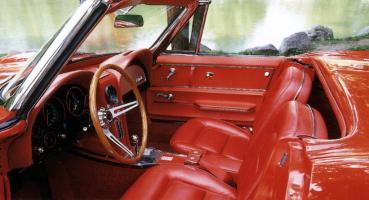 Прикрепленное изображение: Chevrolet Corvette Sting Ray Convertible 1965 (салон).jpg