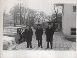 Прикрепленное изображение: У подъезда учреждения.jpg