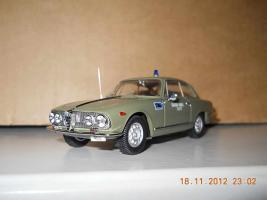 Прикрепленное изображение: Colobox_Alfa-Romeo_2000_Sprint_Polizia_Bang~02.jpg