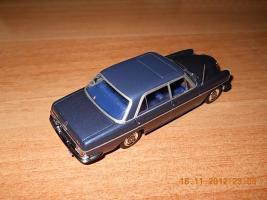 Прикрепленное изображение: Colobox_Mercedes-Benz_300SEL_6-3_W109_Minichamps~02.jpg
