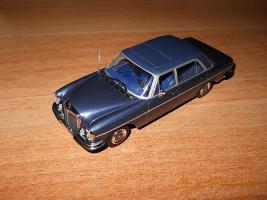 Прикрепленное изображение: Colobox_Mercedes-Benz_300SEL_6-3_W109_Minichamps~01.jpg