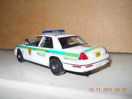 Прикрепленное изображение: Colobox_Ford_Crown_Victoria_Police_Miami-Dade_Ixo~03.jpg