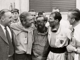 Прикрепленное изображение: epcp_0402_01_z_stirling_moss_denis_jenkinson+front_view.jpg