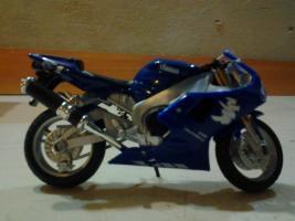Прикрепленное изображение: Yamaha yzf r1 1999 welly.jpg