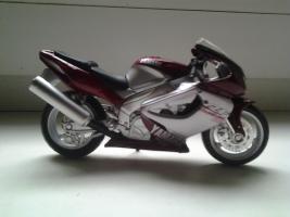 Прикрепленное изображение: Yamaha 1000 Thunderace Maisto.jpg