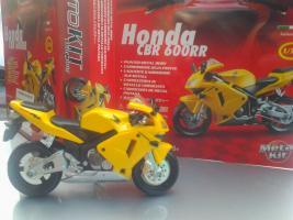 Прикрепленное изображение: Honda CBR 600RR Bburago.jpg