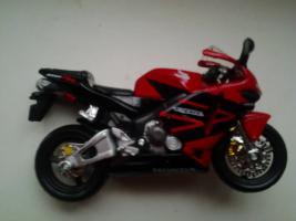 Прикрепленное изображение: Honda CBR 600RR Bburago..jpg