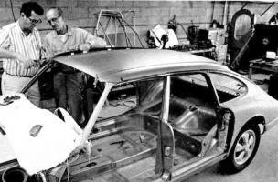 Прикрепленное изображение: Porsche 911 Troutman & Barnes.jpg