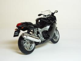 Прикрепленное изображение: BMW K 1200 S \'2003 (Welly) 5.JPG