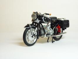 Прикрепленное изображение: BMW R 60-2 Gendarmerie \'1960 (Solido) 2.JPG