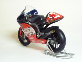 Прикрепленное изображение: Aprilia RSW 250 #46 V. Rossi \'1998 World Championship (Leo Models) 6.JPG
