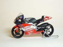 Прикрепленное изображение: Aprilia RSW 250 #46 V. Rossi \'1998 World Championship (Leo Models) 1.JPG