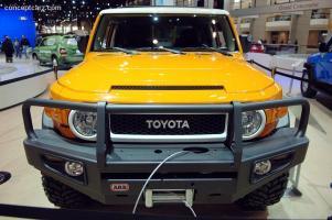 Прикрепленное изображение: Toyota_FJ_Cruiser_SoftTop_DV-07_Chicago_01.jpg