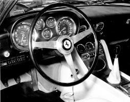 Прикрепленное изображение: Ferrari 500 Superfast (1964) - mit dem schnellsten Geschwindigkeitszähler bis 300 km-h - Genfer Automobilsalon 1964.jpg