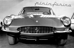 Прикрепленное изображение: Ferrari 500 Superfast (1964) - debütiert in Genf - Genfer Automobilsalon 1964.jpg