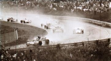 Прикрепленное изображение: 71 F1 CANADA VERY WET START.jpg
