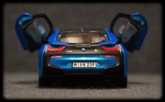 Прикрепленное изображение: BMW i8 - szadi dveri otkriti.jpg