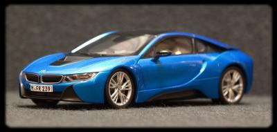 Прикрепленное изображение: BMW i8 - speredi sboku 2.jpg