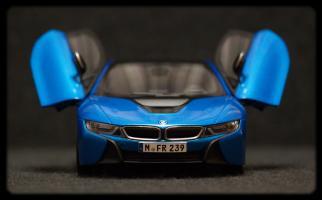 Прикрепленное изображение: BMW i8 - speredi dveri otkriti.jpg