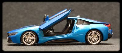 Прикрепленное изображение: BMW i8 - sboku dveri otkriti.jpg