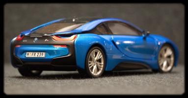 Прикрепленное изображение: BMW i8 - szadi sboku.jpg