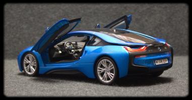 Прикрепленное изображение: BMW i8 - szadi sboku dveri otkriti.jpg