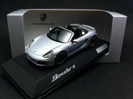 Прикрепленное изображение: Spark-WAP0202040F-Porsche-Boxster-E-type-981-2015-argent-1-43-Spark-WAP0202040F.jpg