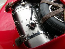 Прикрепленное изображение: Maserati 300 S №1 24H France 1958, vylai0.jpg